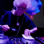 80-летняя Вирджиния Шмит - ди-джей из Варшавы