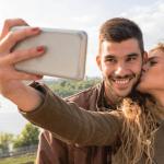 Селфи влюбленных пар в соцсетях могут указывать на их непрочные взаимоотношения