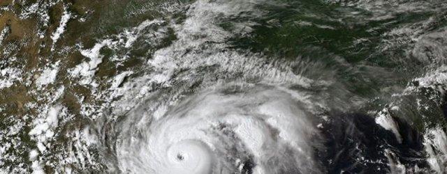 ураган-снимок-космос