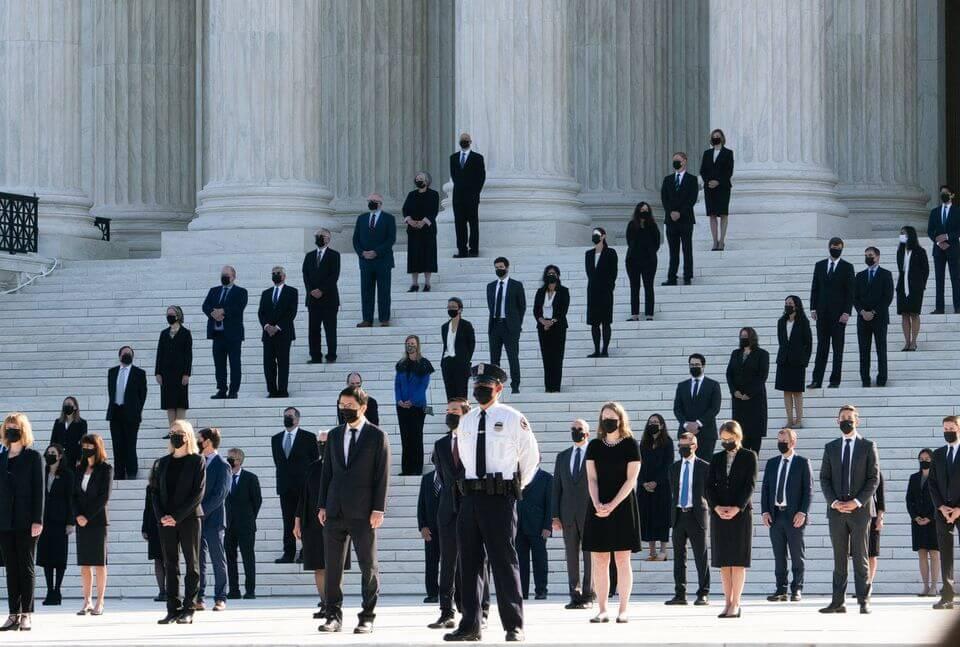 суд-клерки-США