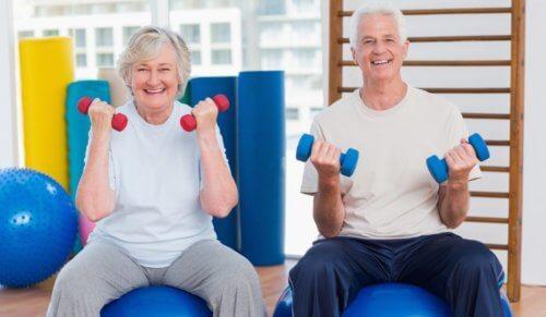 пожилые-физкультура