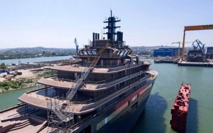 мега яхта 3