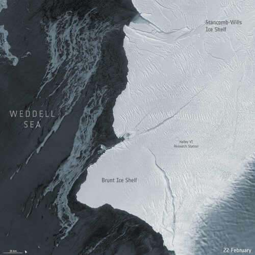 откололся огромный айзберг в Антарктике